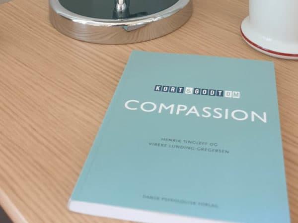 """""""Kort & Godt Om Compassion"""" – boganmeldelse"""